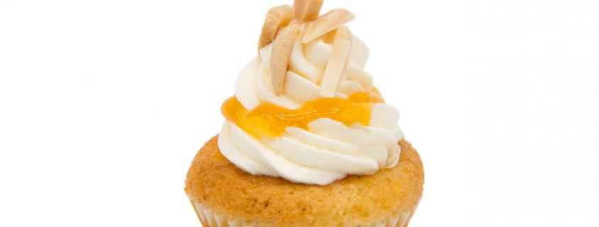 Aprikosen Cupcake & Vanille Creme mit Mandelsplitter vegan - Berlin Cupcakes